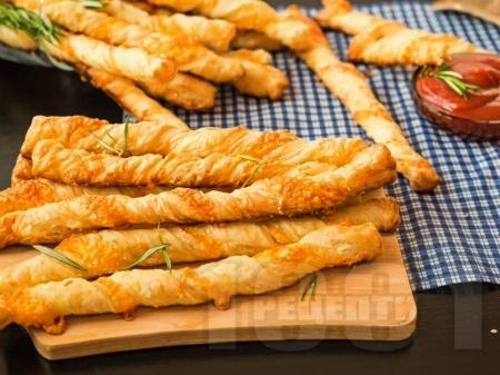 Домашни гризини (соленки) от бутер тесто с пармезан - снимка на рецептата